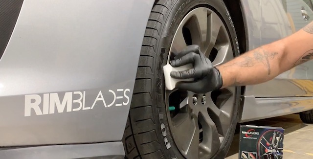 Cleaning tires for rimblades